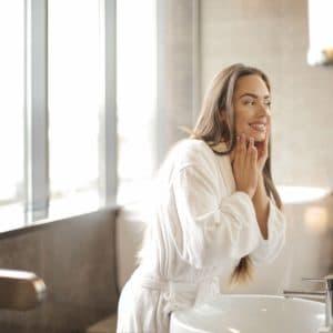 CBD beauty industrija danas vrijedi 580 milijuna dolara. Istražili smo zašto žene ove proizvode sve češće ubacuju u svoju dnevnu rutinu